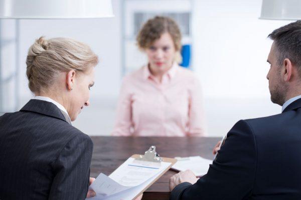 Chasseur de têtes ou Oxilia : quelle stratégie de recrutement vous convient le mieux?